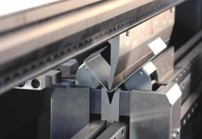 Гибка листового металла: особенности процесса. Мадис. Металлообработка на заказ по чертежам заказчика.