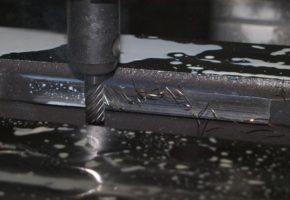 Высокоточная обработка листового металла - гибка и резка с помощью ЧПУ-лазера. Мадис. Металлообработка на заказ по чертежам заказчика.