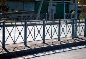 Где применяются пешеходные ограждения. Мадис. Металлообработка на заказ по чертежам заказчика.