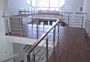 Красивые и надежные ограждения лестниц из нержавейки. Мадис. Металлообработка на заказ по чертежам заказчика.