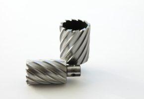Кольцевые фрезы (корончатые сверла) или спиральные сверла. Мадис. Металлообработка на заказ по чертежам заказчика.