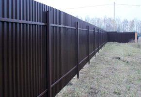 Черный металл или оцинкованная сталь с полимерным покрытием: какой забор выбрать. Мадис. Металлообработка на заказ по чертежам заказчика.