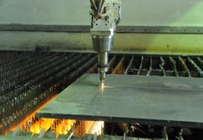 Лазерная резка стали: особенности и преимущества. Мадис. Металлообработка на заказ по чертежам заказчика.