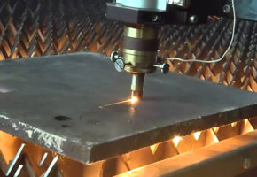 Лазерный раскрой нержавеющей стали: особенности и преимущества. Мадис. Металлообработка на заказ по чертежам заказчика.